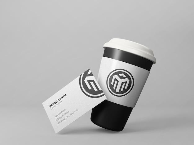 Carte de visite avec fond gris propre maquette de tasse à café