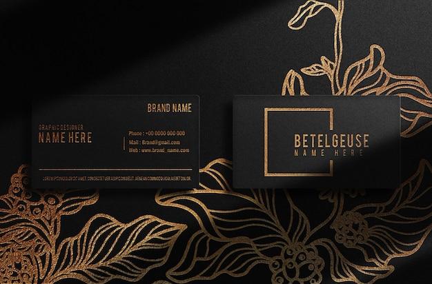 Carte de visite de luxe avec logo en relief en or