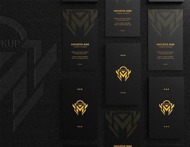 Carte de visite noire de luxe et moderne avec maquette de logo en relief