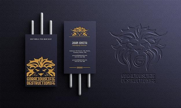 Carte de visite verticale de luxe et élégante avec vue de dessus de la maquette du logo