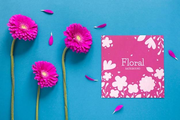 Carte de voeux avec fleurs