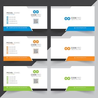 Cartes d'affaires en différentes couleurs