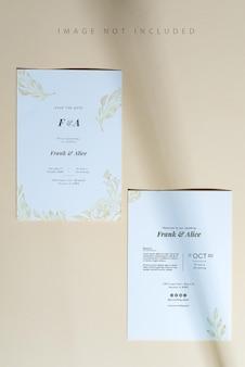 Cartes De Feuille De Papier Vierge Avec Maquette Avec Ombre Du Soleil Sur Fond Beige. PSD Premium