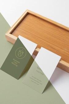 Cartes de visite à angle élevé avec pièce en bois
