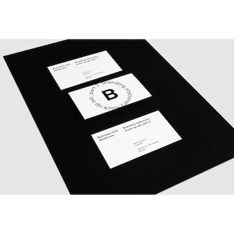 Cartes de visite sur fond noir maquette