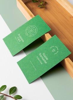 Cartes de visite avec pièce en bois grand angle