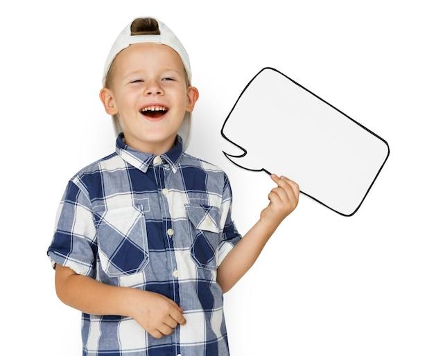 Caucasien, petit garçon, tenant chatbox, papercraft
