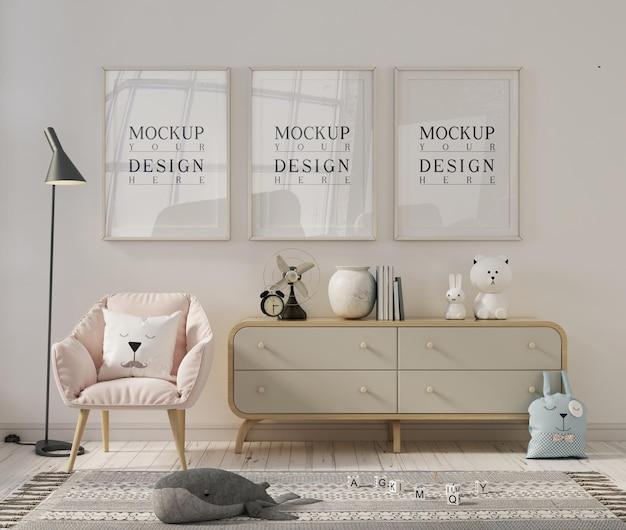 Chambre de bébé blanche avec cadre photo maquette