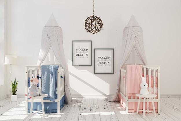 Chambre de bébé avec cadre d'affiche de maquette