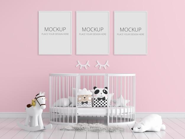 Chambre d'enfant rose avec maquette de cadre
