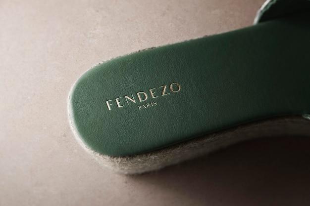 Chaussure de luxe avec logo