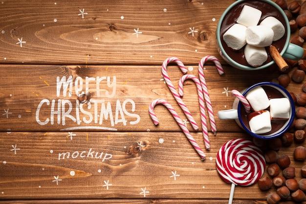 Chocolats chauds de noël et des bonbons avec espace de copie