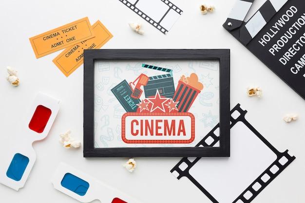 Cinéma maquette dans un cadre et des lunettes 3d