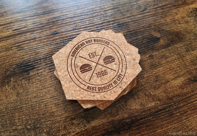 Coaster imprimé logo sur une surface en bois maquette