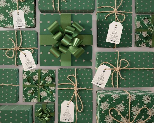 Collection de cadeaux de noël avec étiquettes