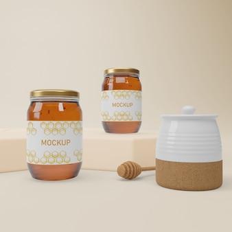 Collection de pots avec du miel bio