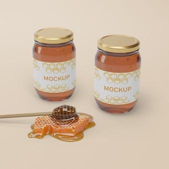 Collection de pots avec du miel naturel