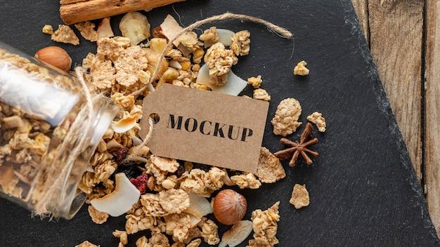 Composition de céréales pour petit déjeuner avec maquette d'étiquette