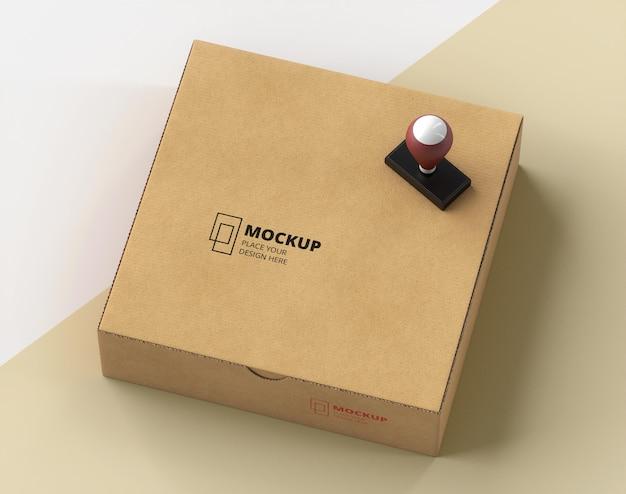 Composition du timbre et de la boîte étiquetés