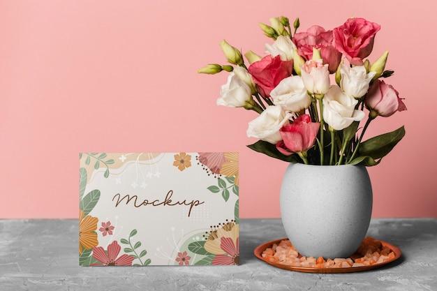Composition florale avec carte maquette