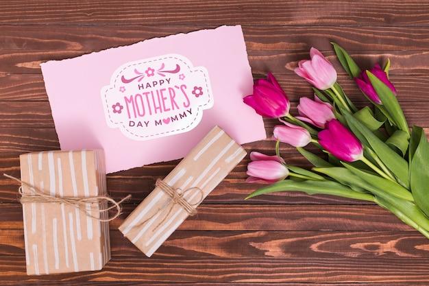 Composition de jour de fête des mères laïques avec maquette de carte