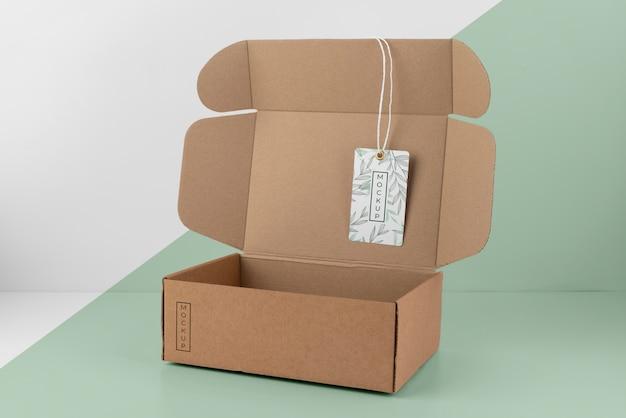 Composition avec maquette d'étiquette de boîte artisanale