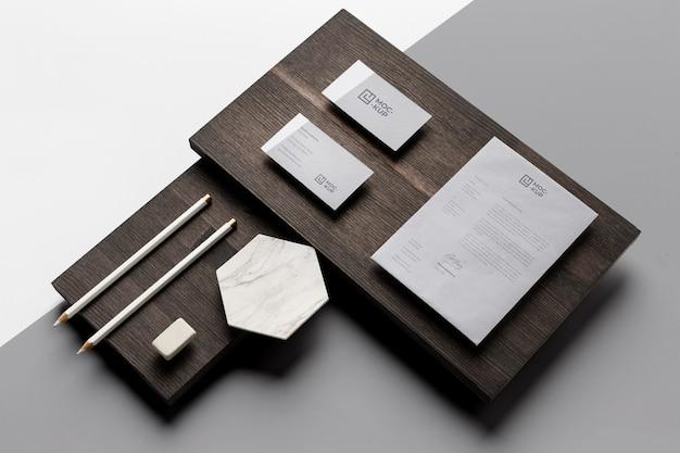 Composition de maquette de papeterie sur bois