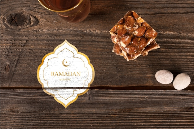 Composition de ramadan à plat avec fond