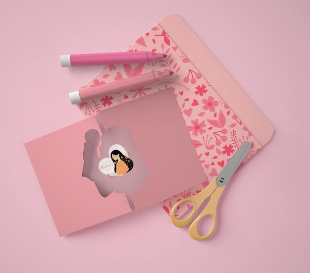 Composition vue de dessus pour la fête des mères avec maquette de carte