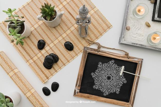 Composition de yoga avec dessin sur tableau
