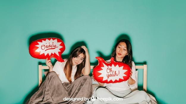 Concept de ballon de discours avec les femmes au lit