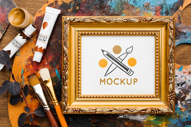 Concept de bureau d'artiste avec palette de peinture