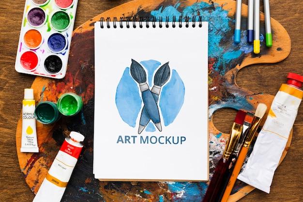 Concept de bureau d'artiste avec palette