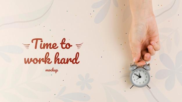 Concept de bureau à domicile avec horloge