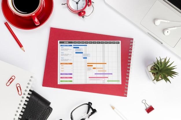 Concept de bureau vue de dessus avec calendrier
