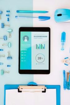 Concept de bureau vue de dessus avec tablette