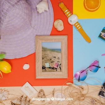 Concept D'été Avec Cadre Et Objets D'été Psd gratuit