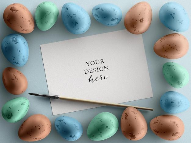 Concept de maquette de jour de pâques avec flyer de carte de voeux de vacances cadre oeufs colorés