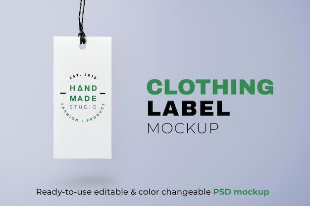 Concept de mode à la main de maquette d'étiquette de vêtements psd
