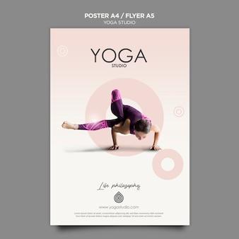Concept de modèle d'affiche de studio de yoga