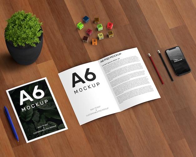 Concept de papeterie avec maquette de brochure a6