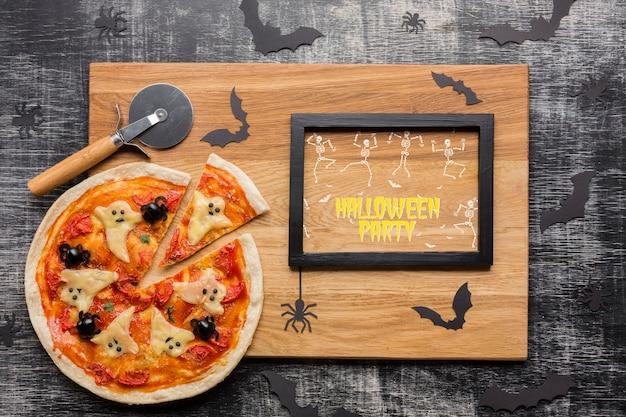 Concept de pizza d'halloween avec cadre