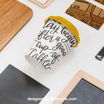 Concept de plats à emporter avec café