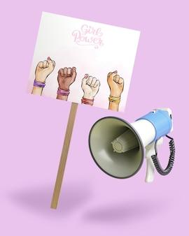 Concept de puissance de fille avec maquette de signe et mégaphone