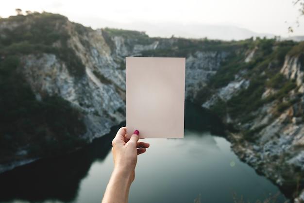 Concept de voyage avec maquette de papier