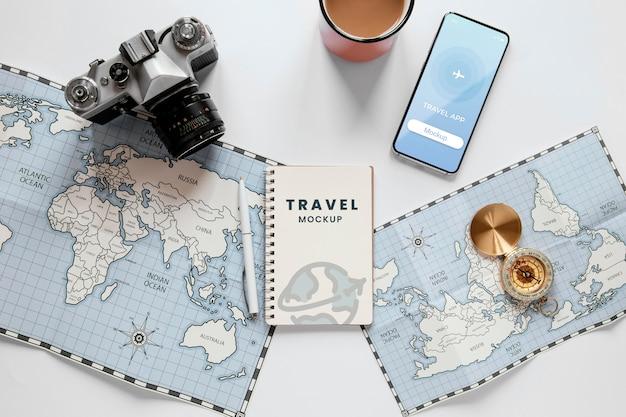 Concept de voyage avec maquette de téléphone
