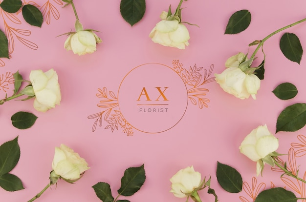 Conception de fleuriste de logo avec des roses
