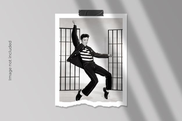 Conception de maquette de cadre photo en papier déchiré réaliste