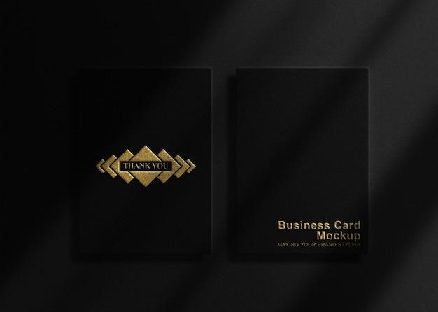 Conception de maquette de papier noir gaufré en or de luxe