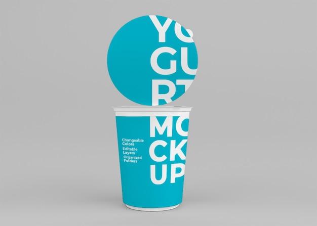 Conception de maquette de tasse de yaourt isolée
